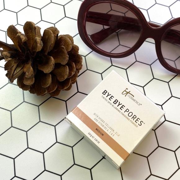 it cosmetics Other - It Cosmetics BYE BYE PORES Powder-Medium